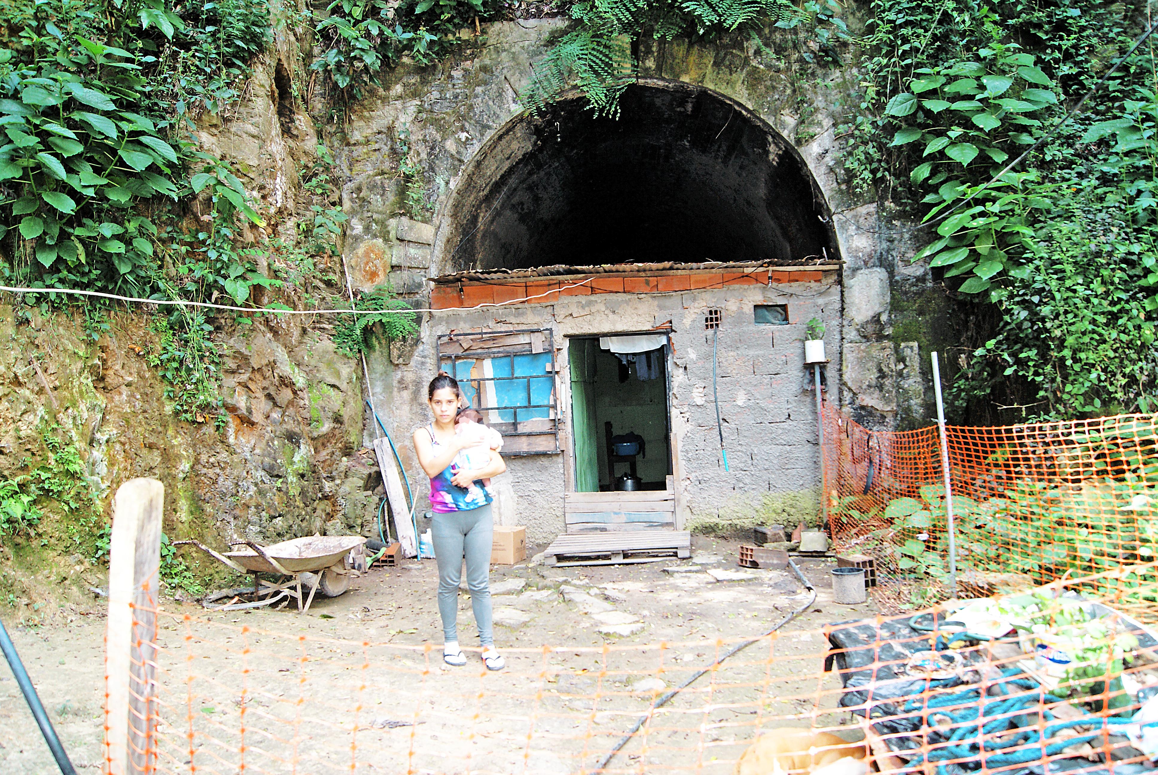 Levantan vivienda en túnel de El Chorrito
