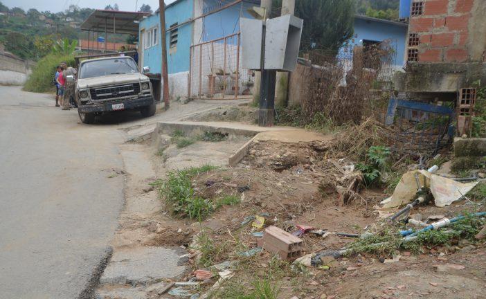 Abundan las problemáticas en la calle Hugo Chávez