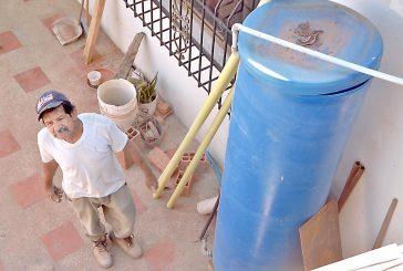 Pobre suministro de agua en Las Dalias