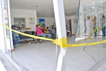 Automóvil colisiona contra las instalaciones del Pronto Socorro