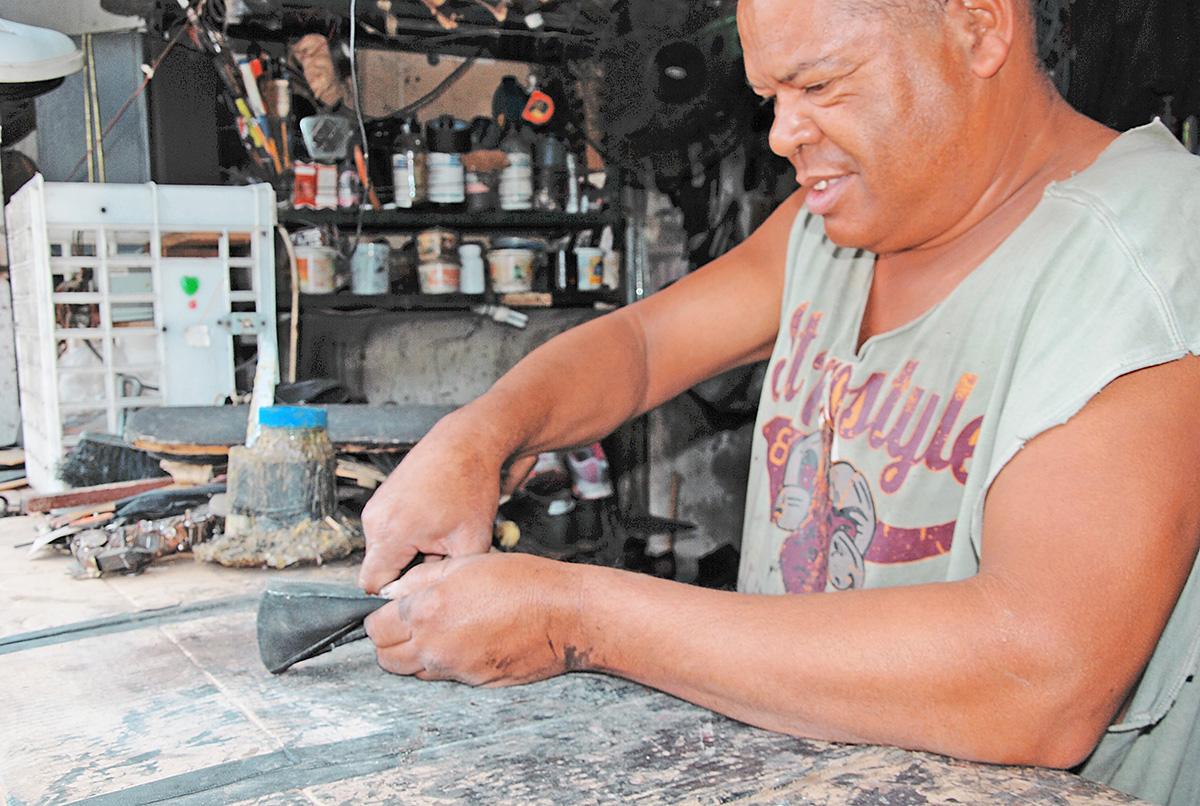 Tequeños optan por reparar el calzado