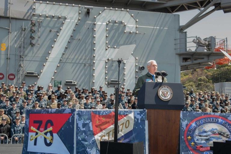 """Mike Pence promete una """"respuesta aplastante"""" a las amenazas de Corea del Norte"""