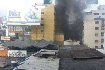 Denuncian que GNB y PNB incendiaron comando de campaña de Capriles