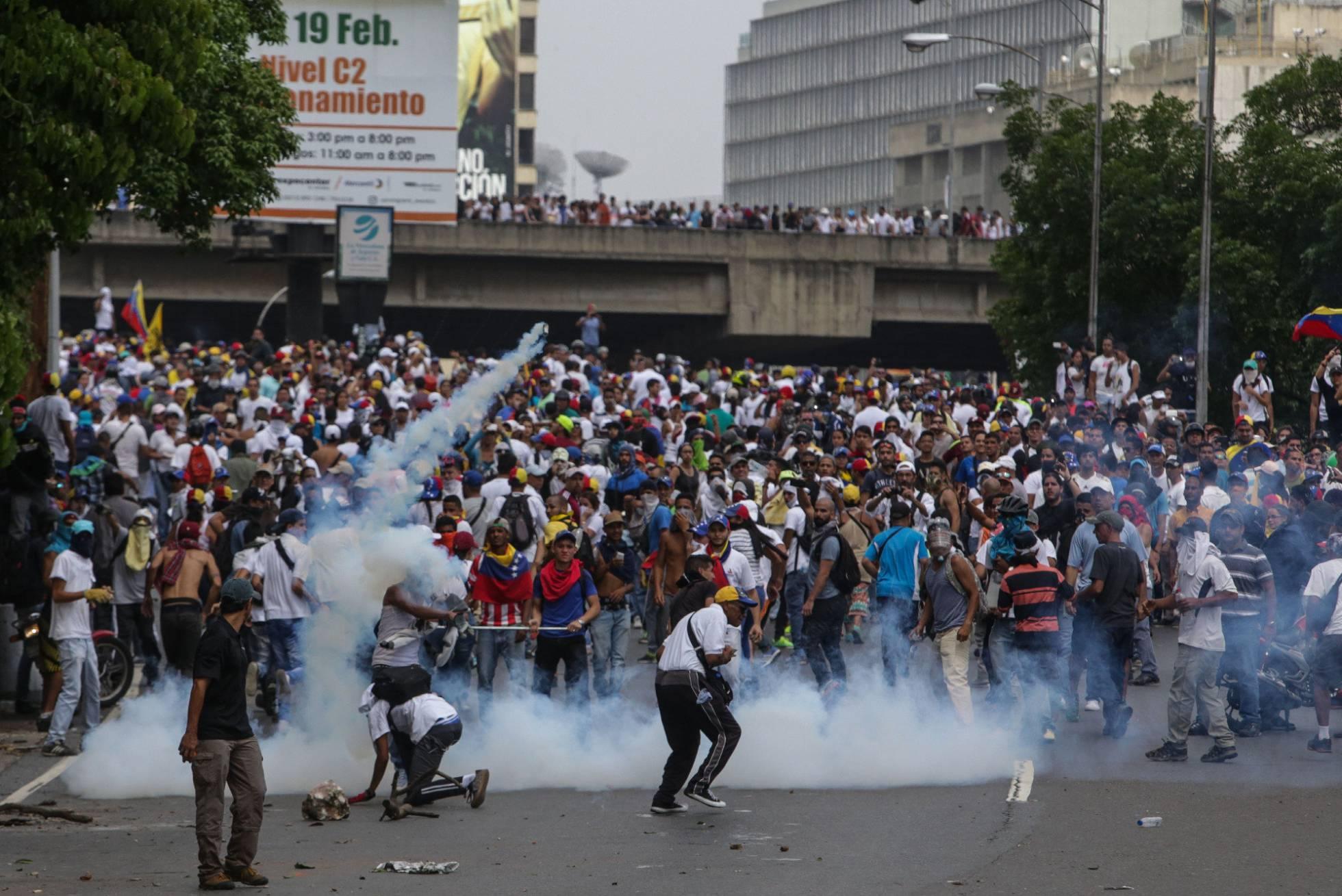 Al menos dos muertos por disparos en las protestas de Venezuela