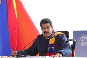 """Maduro pidió a ex presidentes mediadores del diálogo visitar """"ya"""" el país"""