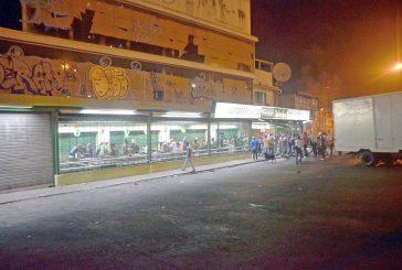 Manifestantes saquearon automercado Fresco Market