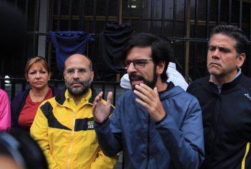 Diputados madrugaron en protesta frente al Ministerio de Interior