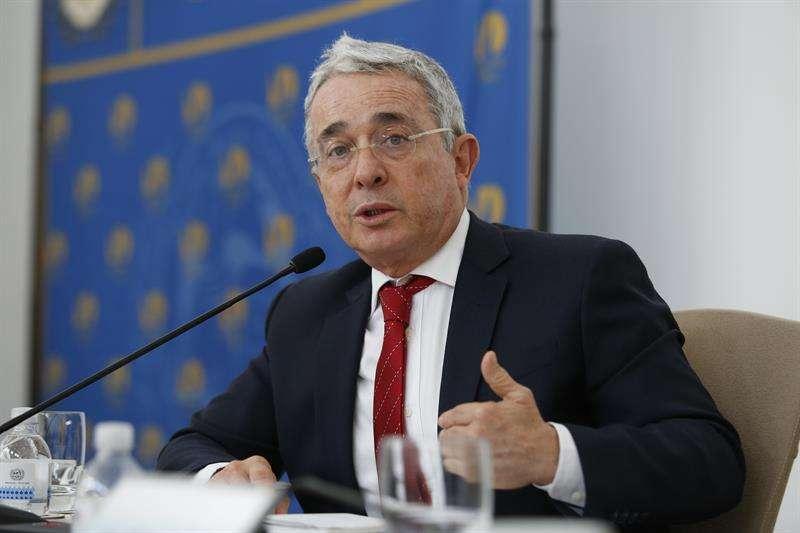 """Álvaro Uribe envió carta al congreso de EE UU: """"Venezuela debe remover a Maduro"""""""
