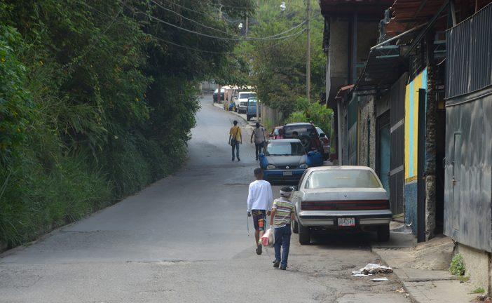 Abordar un transporte en la calle Miranda es un suplicio