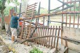 Reparan portón y muro  derribados por tanqueta