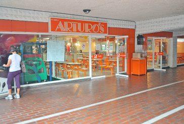 Reportan poco movimiento en centros comerciales