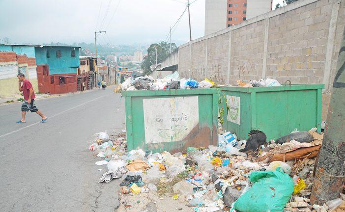 Abarrotados de basura en Barrio Ayacucho