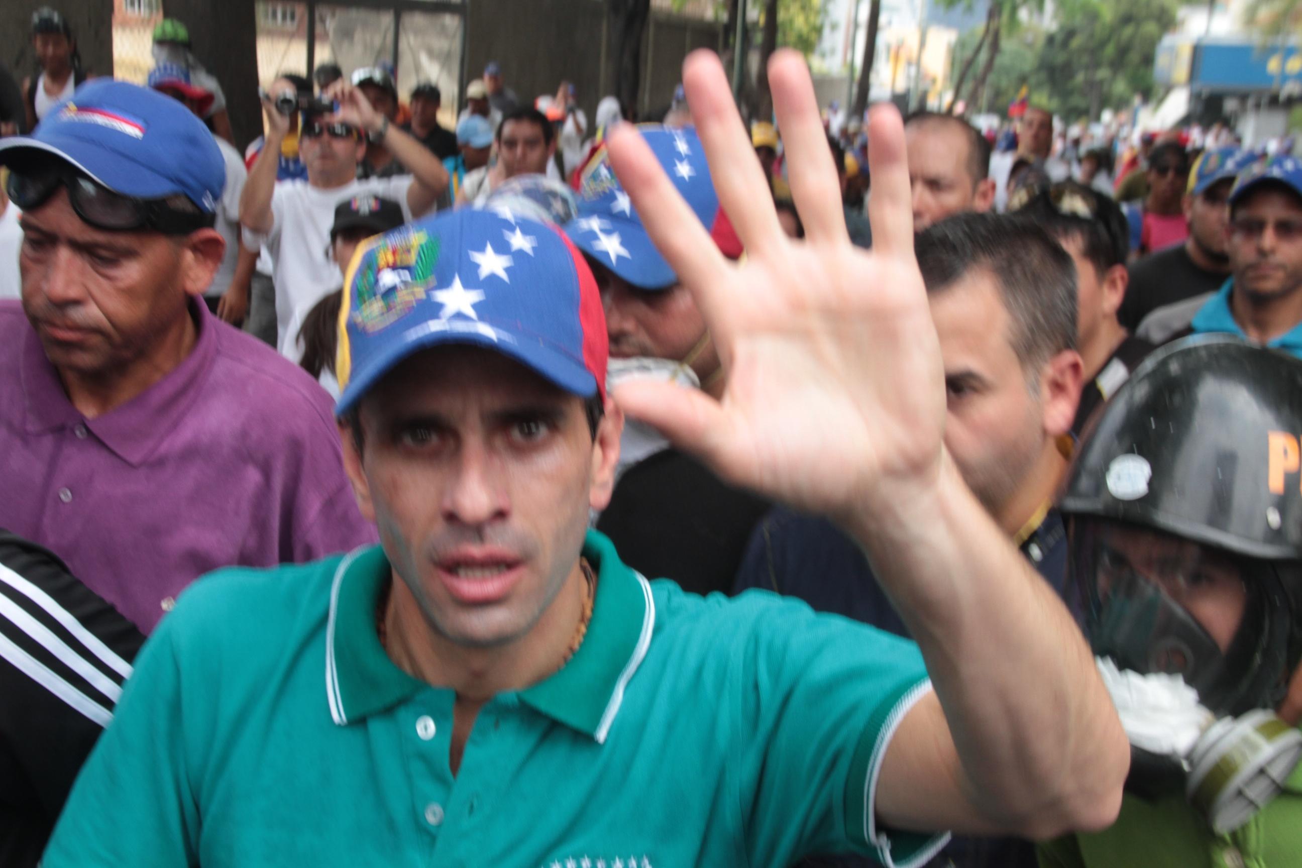 Capriles durante marcha: Pedimos respeto a la Asamblea Nacional
