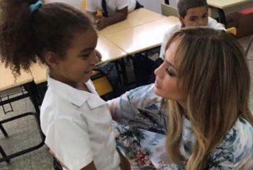 Jennifer López y A-Rod donaron útiles escolares a niños en República Dominicana