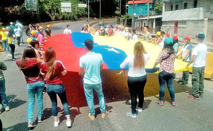 Opositores protestaron en  Los Teques y Los Salias