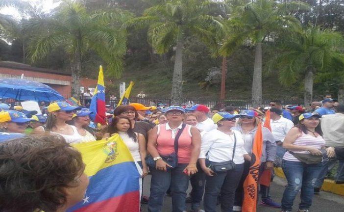 La oposición se moviliza hoy hasta Ramo Verde
