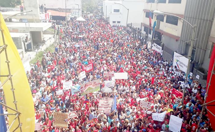 Oficialistas se movilizaron a favor de la paz