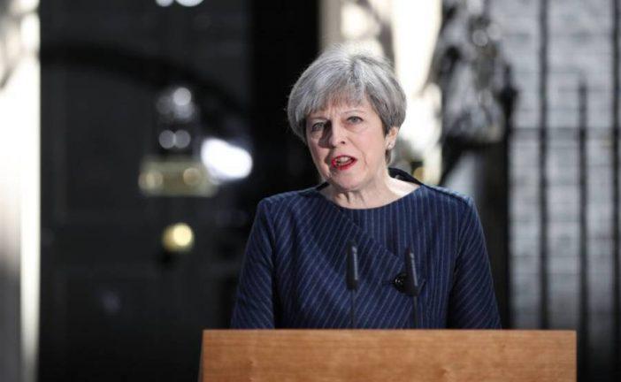"""Theresa May califica de """"monstruoso"""" atentado en el Manchester Arena"""