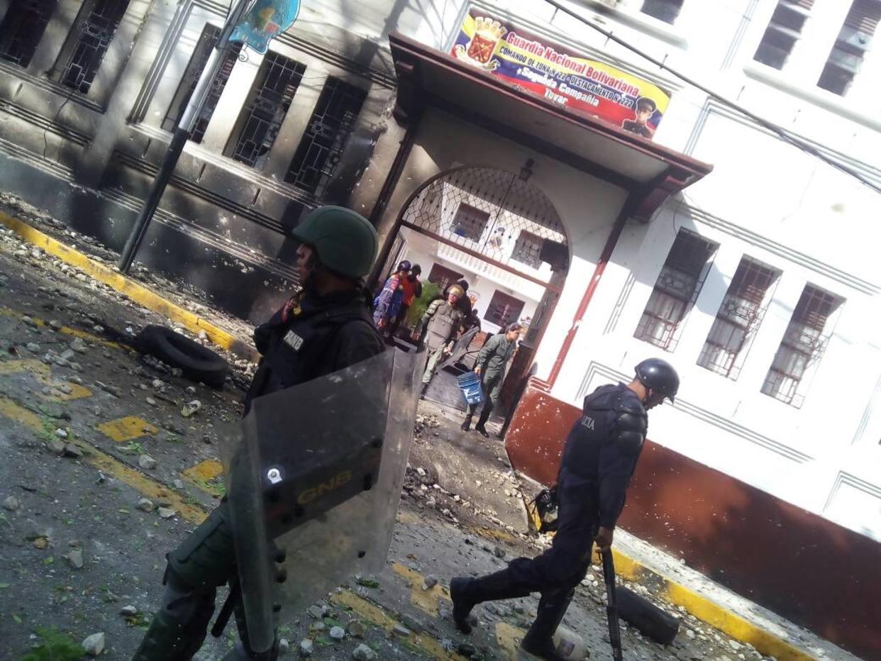 Manifestantes intentaron incendiar comando de la GNB en Tovar