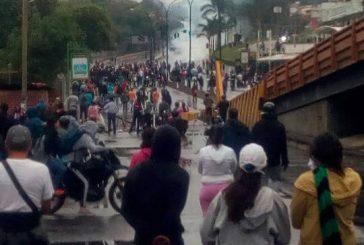 GNB se enfrenta a manifestantes en San Antonio de Los Altos