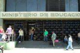 Aplicarán sanción a colegios privados por izar Bandera Nacional al revés