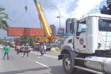 Protección Civil retiró contenedores de la Francisco Fajardo