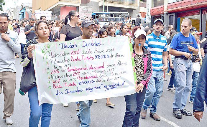 Churupos aprobados no alcanzan  para pagar deuda total a docentes