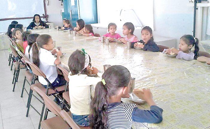 Alumnos de la Víctor Padilla reciben desayunos los sábados