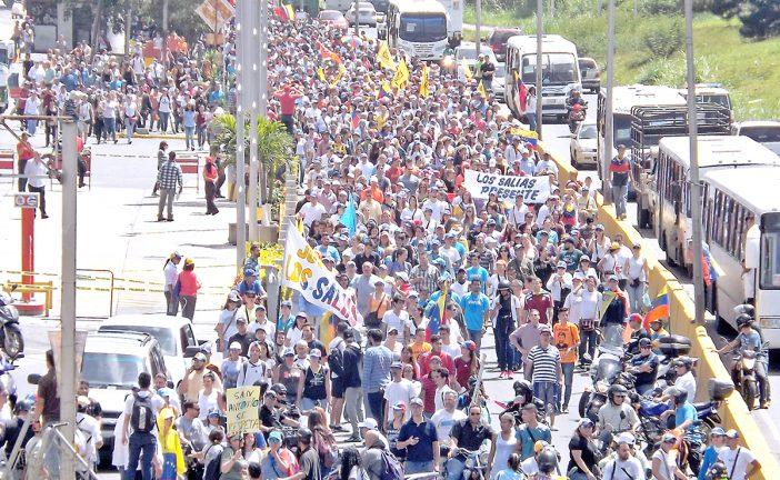 Marcharon opositores de los Altos