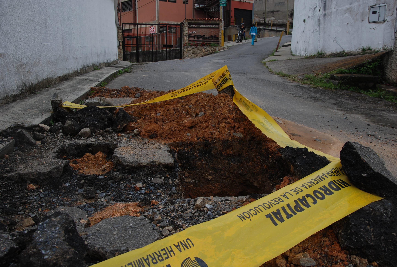 Piden a Hidrocapital sellar huecos en La Carbonera