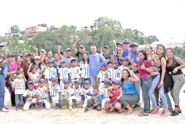 Delfines campeones del beisbol preparatorio en Carrizal
