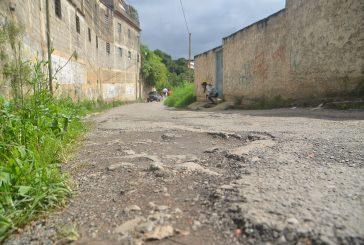 Minada de huecos calle El Colegio