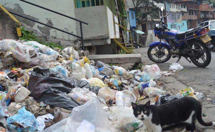 Barrio Ayacucho hundido en la basura