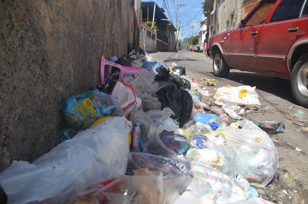 Basura colapsa calles  de El Retén