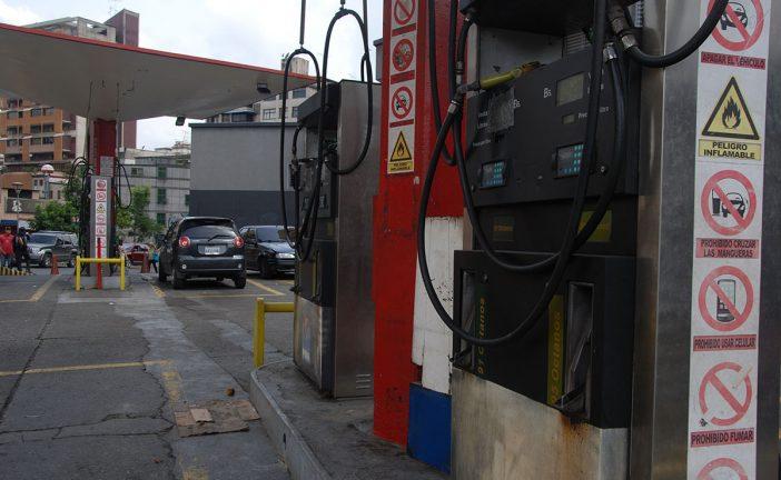 Falta de combustible deja a conductores varados