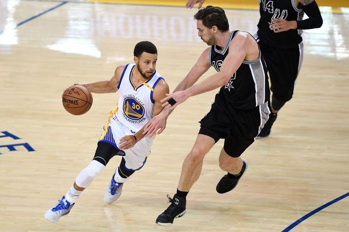 Warriors dan ante Spurs otro paso con vistas a la gran final de NBA