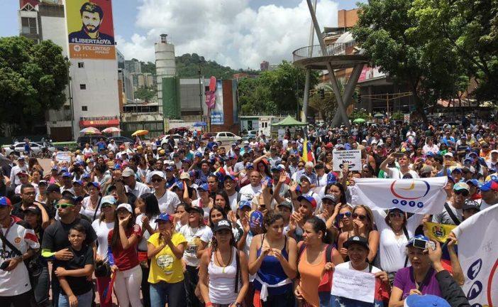 """Oposición marcha por la """"libertad de expresión"""" hasta la plaza Alfredo Sadel"""