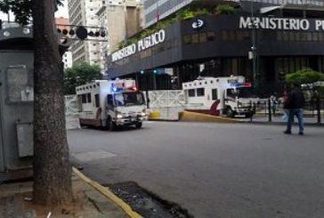 Reportan cierre de la Av. Urdaneta por efectivos de seguridad