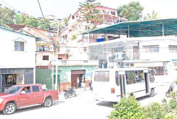 En la calle Vargas viven como camellos