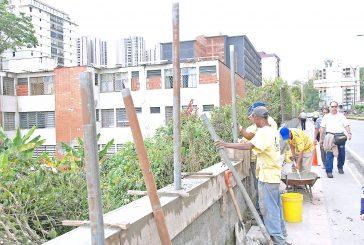 Reparan muro de casa de  los abuelos San José
