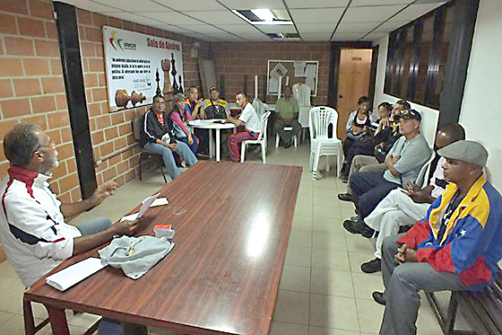Oficialistas de Guaicaipuro discuten la Constituyente