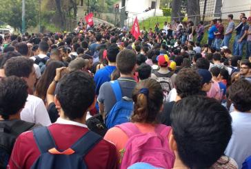 Estudiantes de la UCAB se movilizaron hasta la Conferencia Episcopal