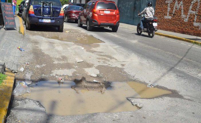 Troneras en la Guaicaipuro siguen sin sellar