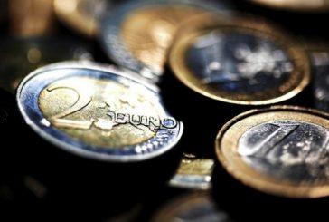 El euro baja hasta los 1,1217 dólares en Fráncfort