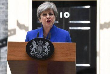 May mantendrá a ministros pese a perder mayoría absoluta