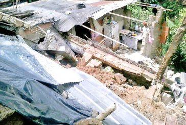 25 casas caídas y 2 puentes colapsados dejan lluvias en los Altos