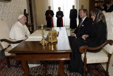 El Papa recibe a reyes de Holanda; recuperan el bastón de los Orange