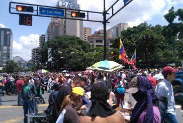 Opositores se concentran en Altamira para marchar hacia la Fiscalía