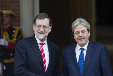 """Rajoy y Gentiloni piden al gobierno venezolano """"reconsiderar"""" Constituyente"""