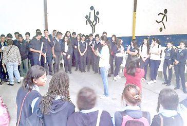 Cmdnna Guaicaipuro imparte  talleres de psicoterapia social